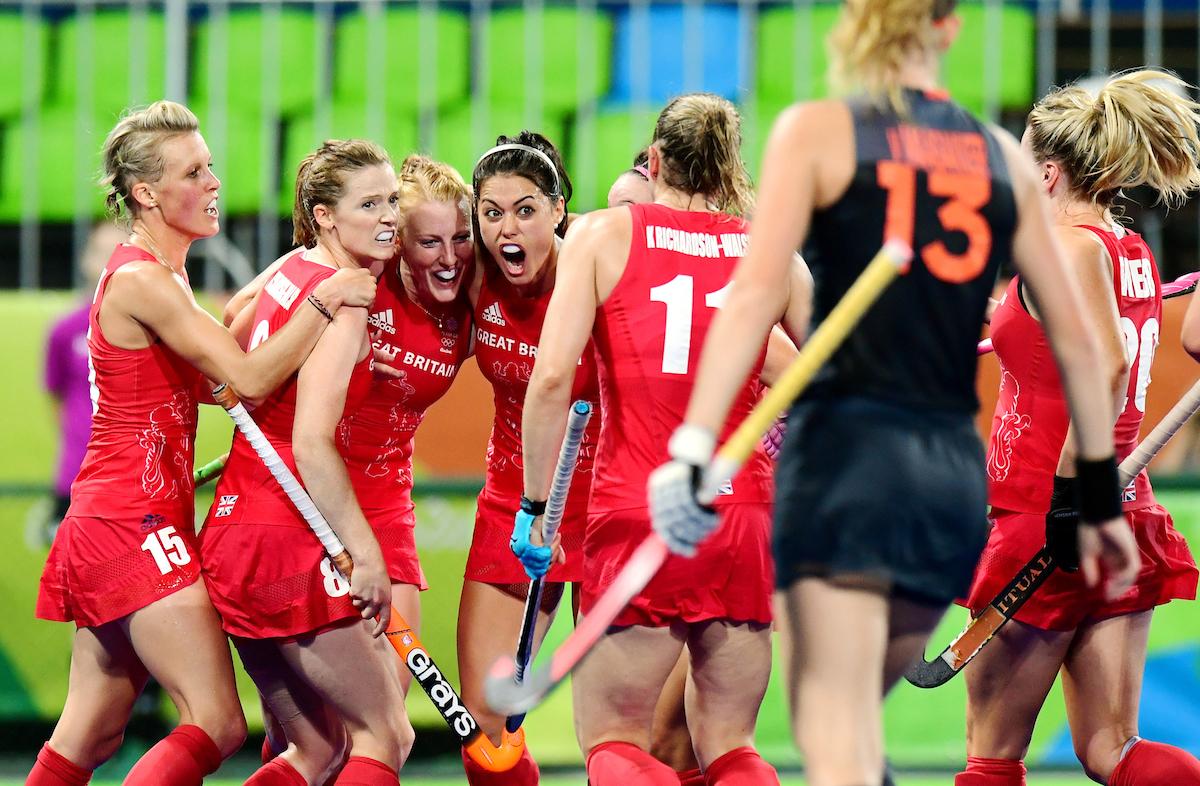 RIO - Women's Olympic Hockey tournament Gold medal match: Netherlands - Great Britain Foto: Nicola White scored the 3-3, celebrating with Helen Richardson-Walsh and Samantha Quek. WORLDSPORTPICS COPYRIGHT FRANK UIJLENBROEK